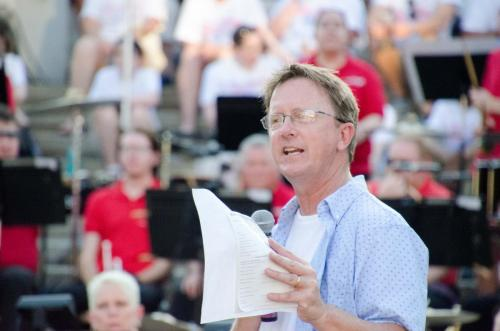 MC Dave Bangert invites audience to sing The Star Spangled Banner